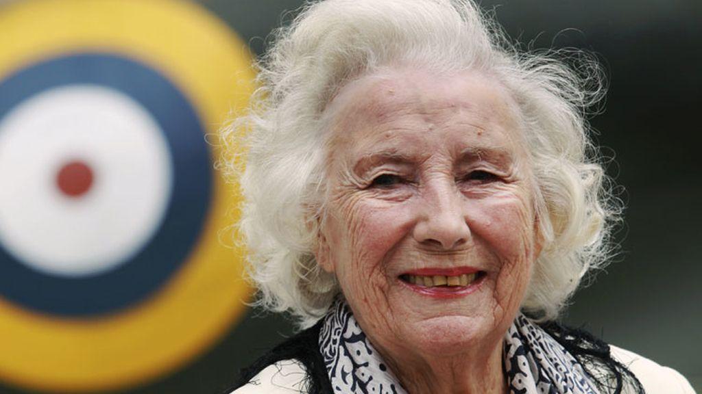 Vera Lynn, cantante británica de 97 años