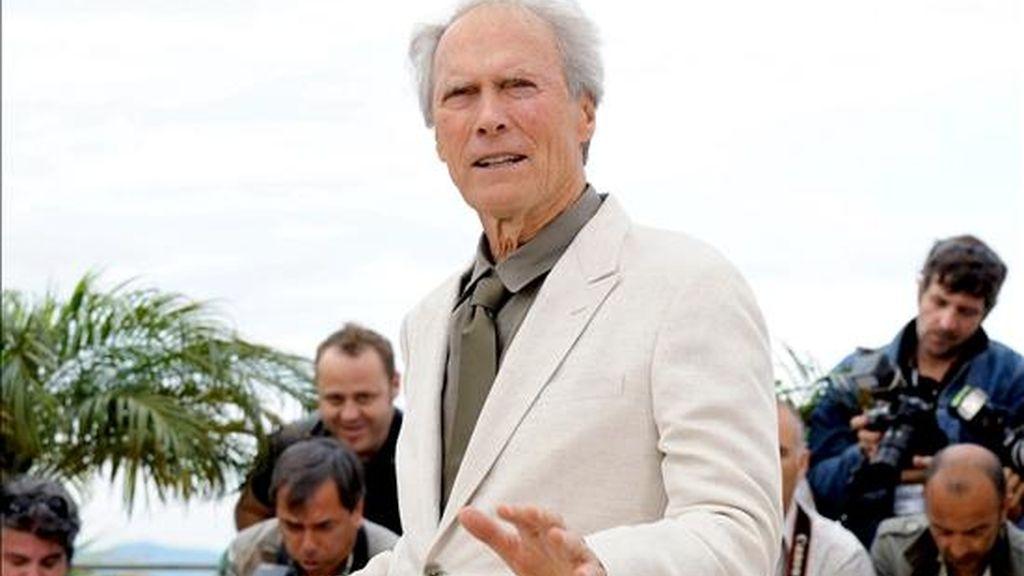 Eastwood, ganador de cuatro Óscar, recibió el homenaje el miércoles, durante la ceremonia de graduación de los estudiantes de la conocida escuela de cine en Los Ángeles. EFE/Archivo