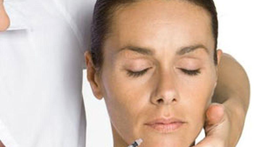 El botox ayuda a contrarrestar los espasmos musculares que la enfermedad provoca en la laringe. Foto: Gtres