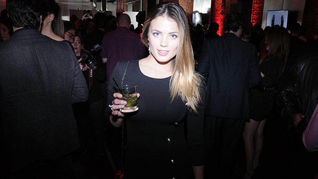 Alyson Eckmann disfrutando de la fiesta de Hugo Boss en el Matadero de Madrid