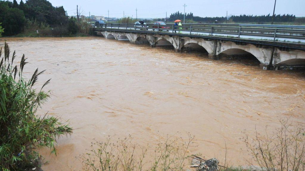 Varias carreteras de la demarcación de Girona, entre ellas la N-II y la C-31, se mantienen cortadas a causa de los efectos de las fuertes lluvias