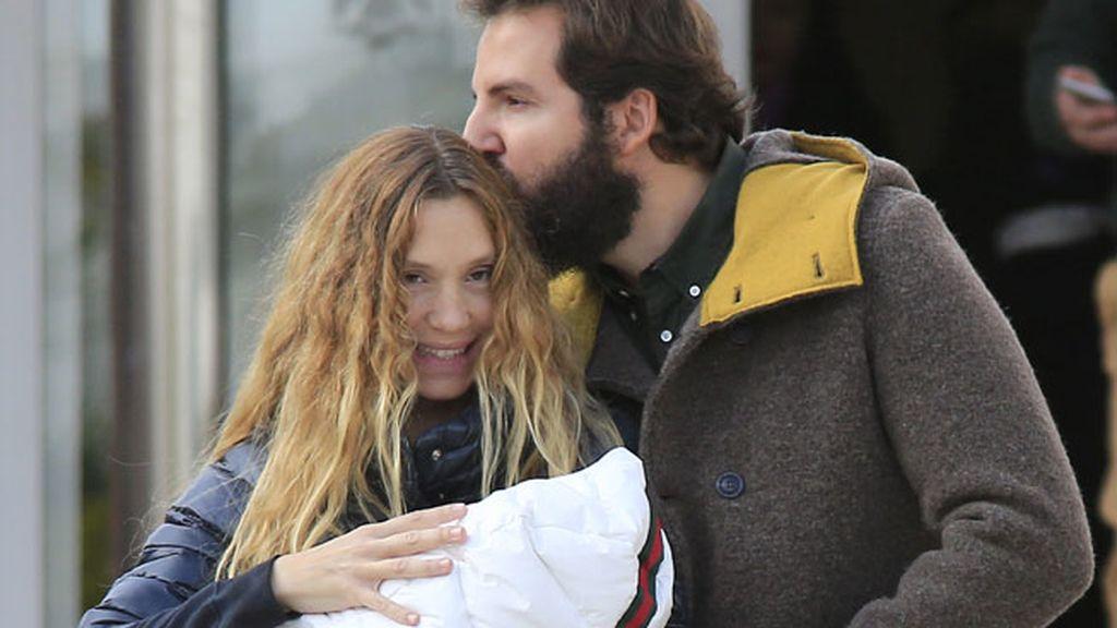Tras Sacha, Erik, y Enzo, es la primera hija de la pareja
