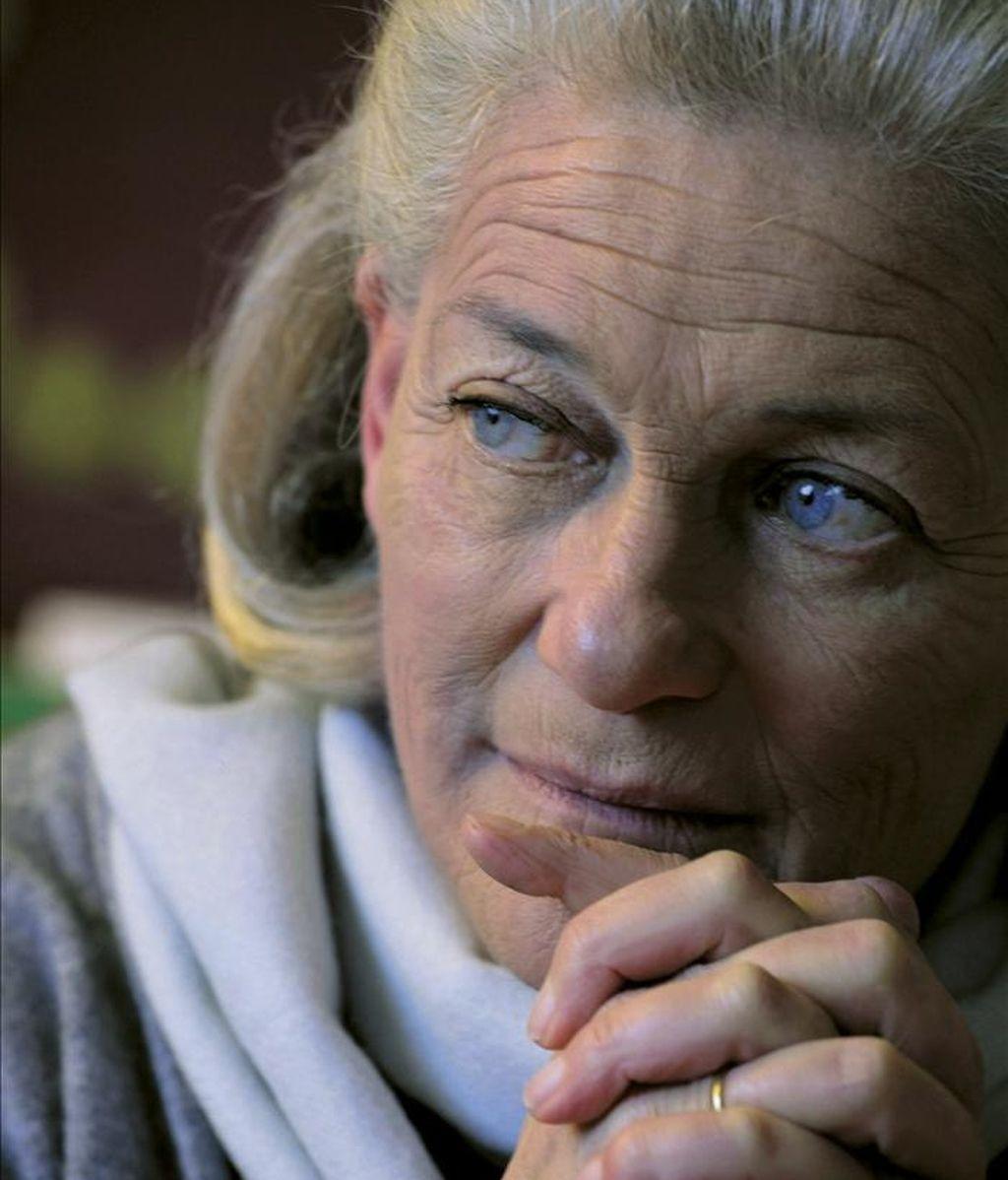 La filósofa francesa Elisabeth Badinter, quien en una entrevista telefónica con Efe dice que la madre perfecta no existe y alerta contra las nefastas consecuencias que la actual ofensiva naturalista puede tener en las conquistas de la mujer y defiende una maternidad en equilibrio con otras aspiraciones personales y profesionales. EFE
