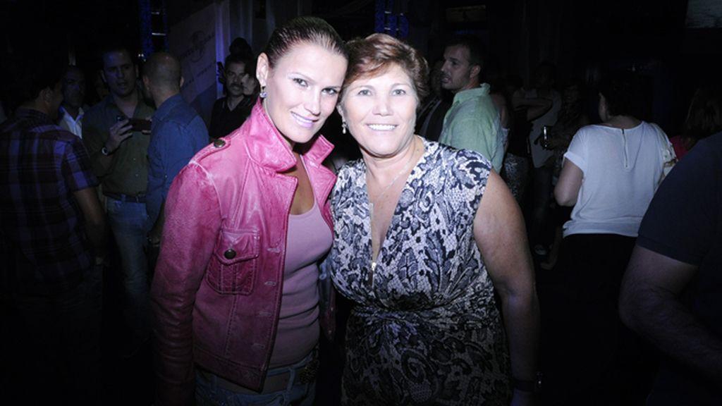 Elma Aveiro, la otra hermana de Cristiano Ronaldo, junto a su madre María Dolores dos Santos