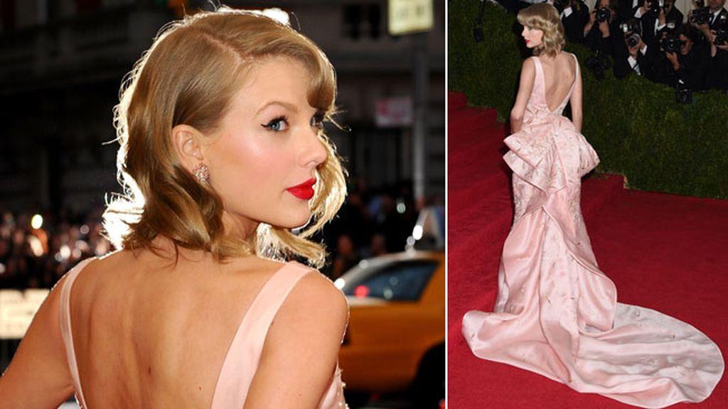 Taylor Swift llevó un Oscar de la Renta