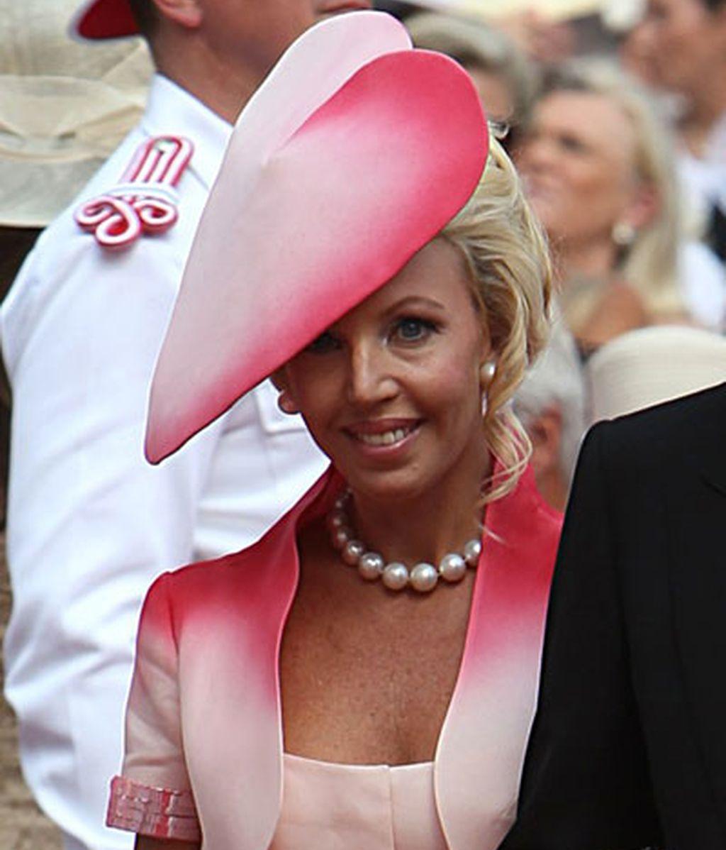 La duquesa de Castro se puso un tocado en forma de corazón