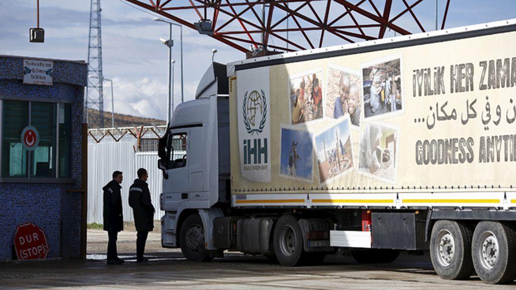 Decenas de miles de personas se agrupan en la frontera con Turquía