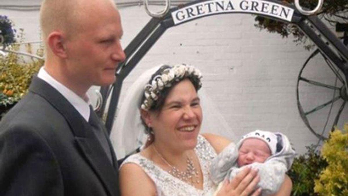 Se casa a las 4 horas de dar a luz