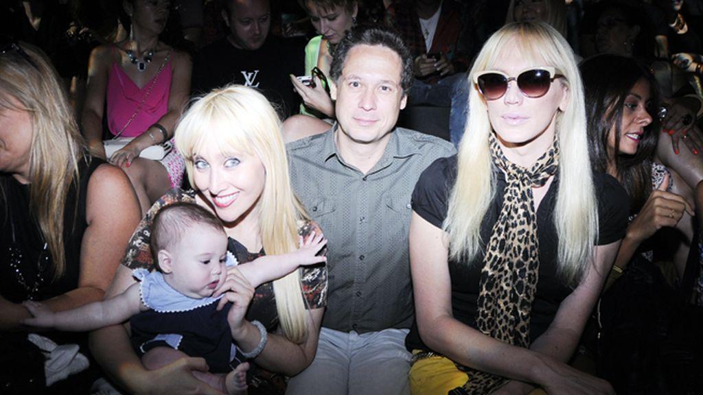 En el front row pudimos encontrar a Innocence y su bebé junto a la pareja de galeristas Israel Cotes y Topacio Fresh.