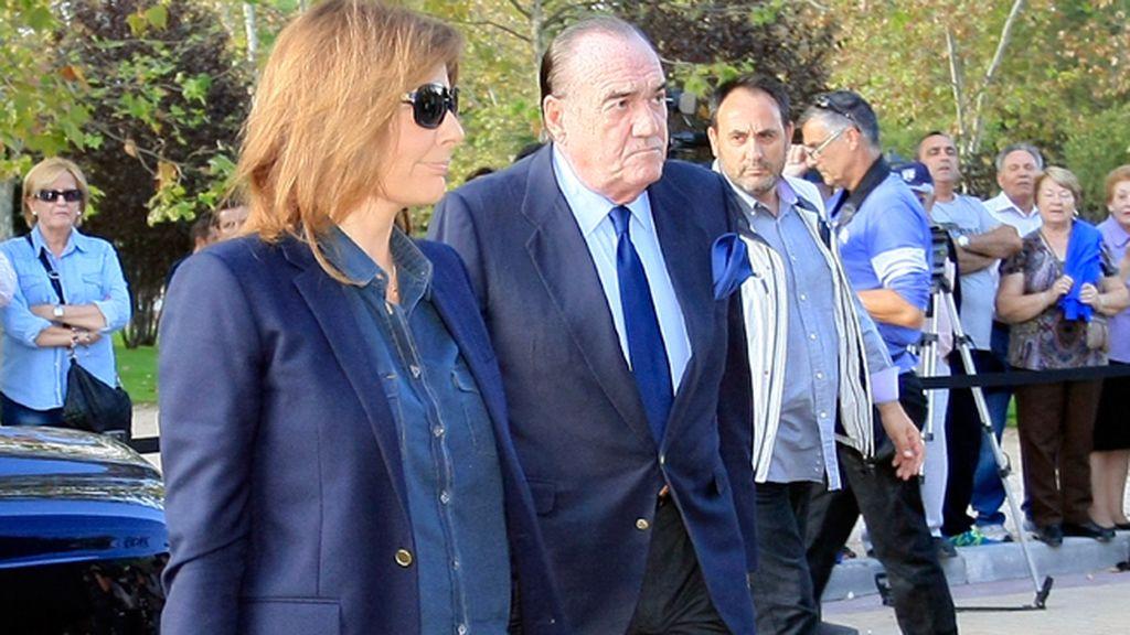 Fernández Tapias y Nuria González han acudido al tanatorio