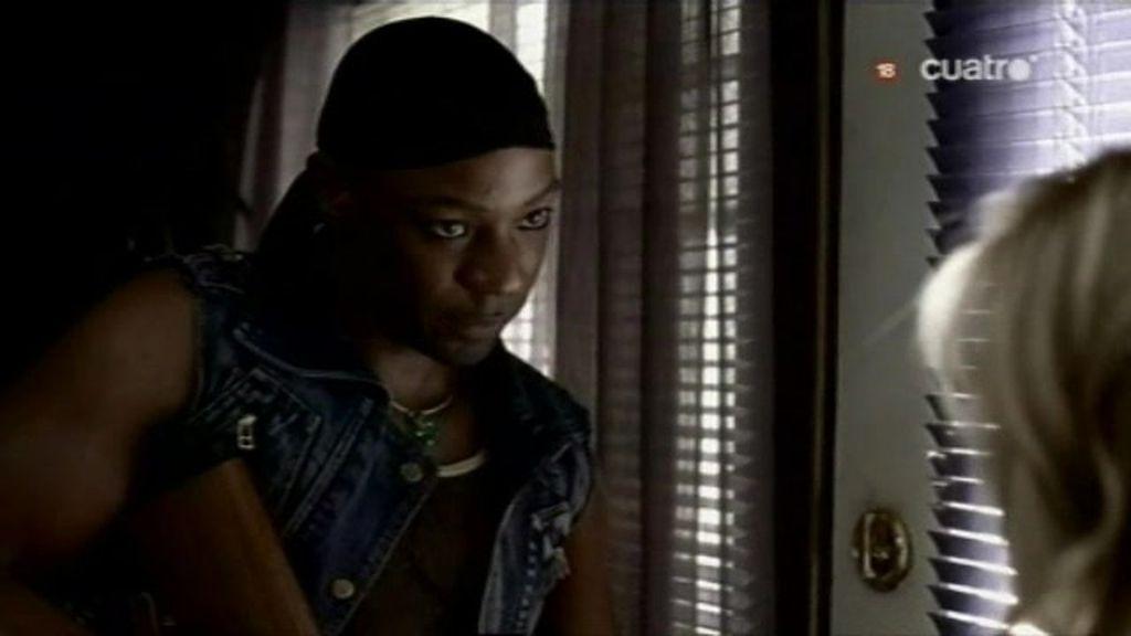 Lafayette tiene que esposar a Tara