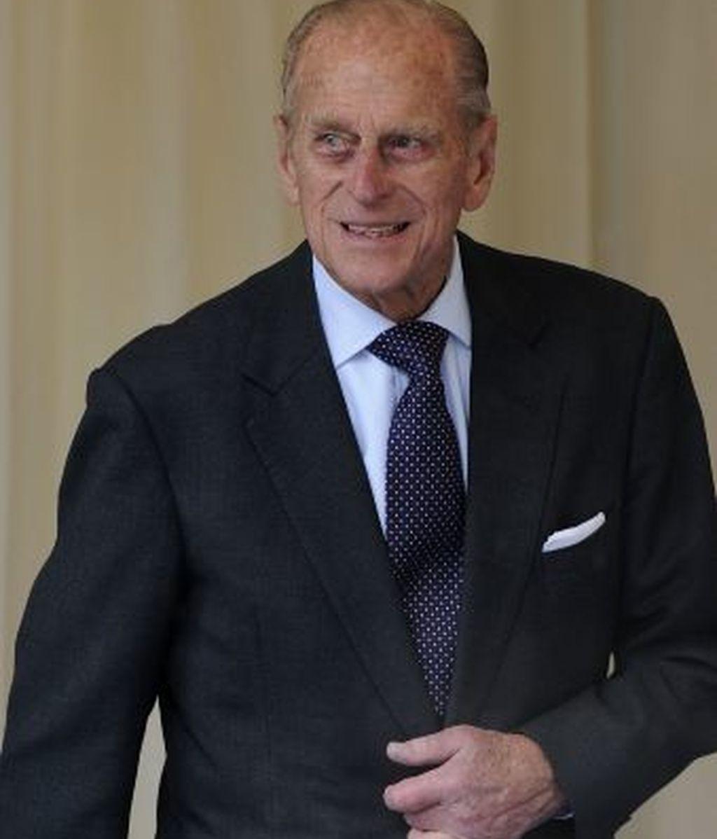 El Duque de Edimburgo, a su salida del oficio religioso