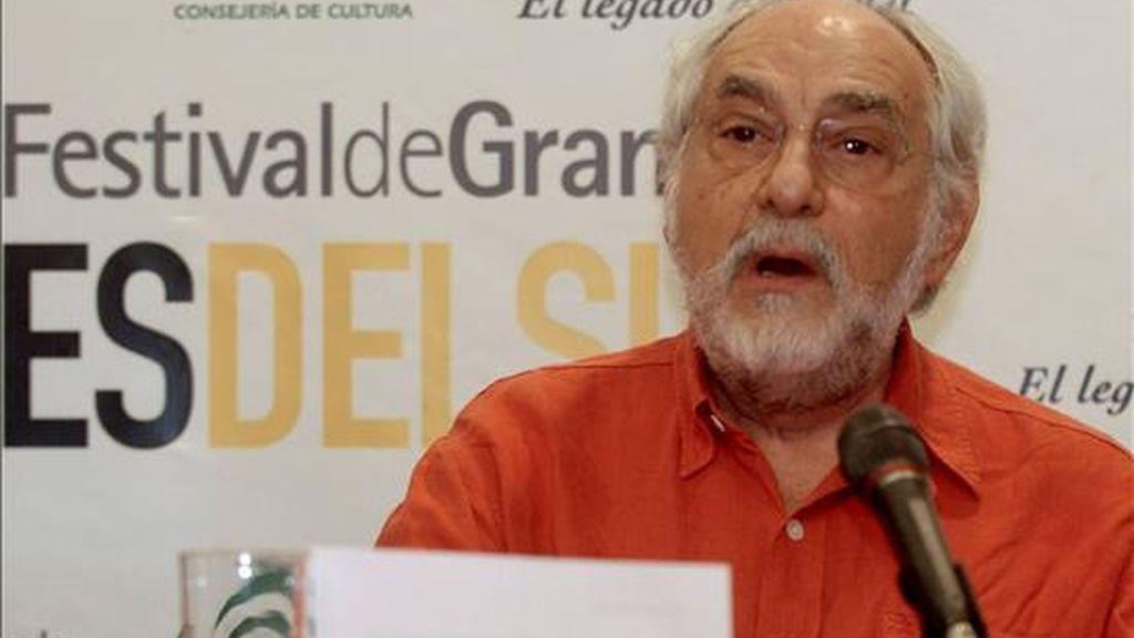 """El presidente del jurado del Festival Cines del Sur de Granada, el mexicano Arturo Ripstein, durante la lectura del palmarés, en el que la película """"The Other Bank"""" se  alzó hoy con la Alhambra de Oro al mejor largometraje, que ha reconocido con el Premio del Público al filme de animación """"$9,99"""". EFE"""