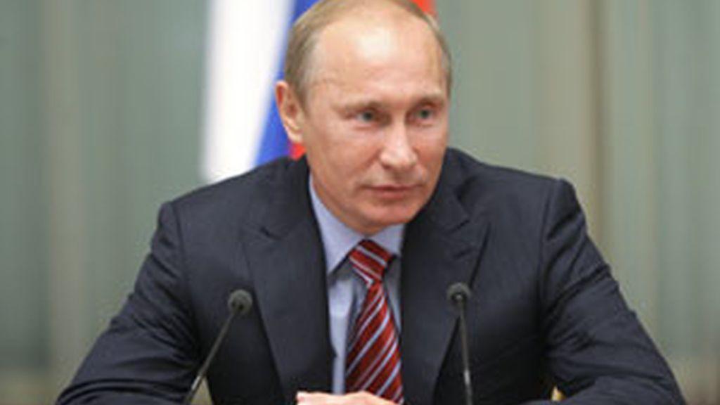 El primer ministro Vladimir Putin pretende endurecer los controles sobre la venta de alcohol y tabaco FOTO: REUTERS/archivo