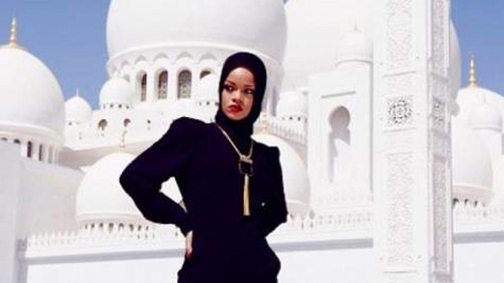 Rihanna se hace fotos inapropiadas en una mezquita de Abu Dhabi