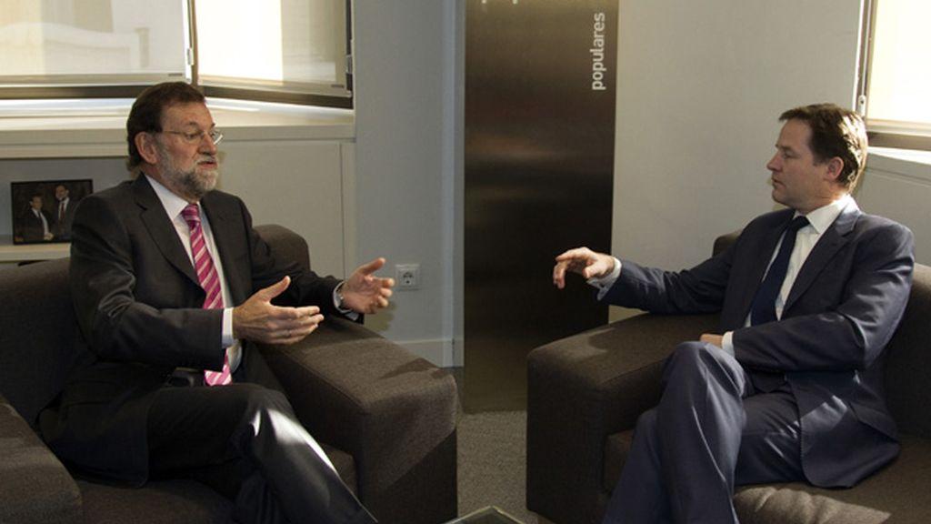 Nick Clegg y Mariano Rajoy se han reunido durante más de una hora en la sede popular madrileña de Génova.
