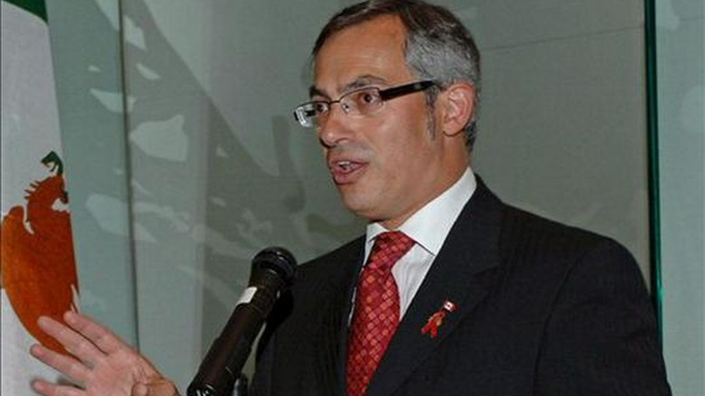 El ministro de Industria de Canadá, Tony Clement, afirmó que los preparativos del Gobierno en caso de suspensión de pagos incluyen proteger los préstamos públicos dados a los dos fabricantes. EFE/Archivo