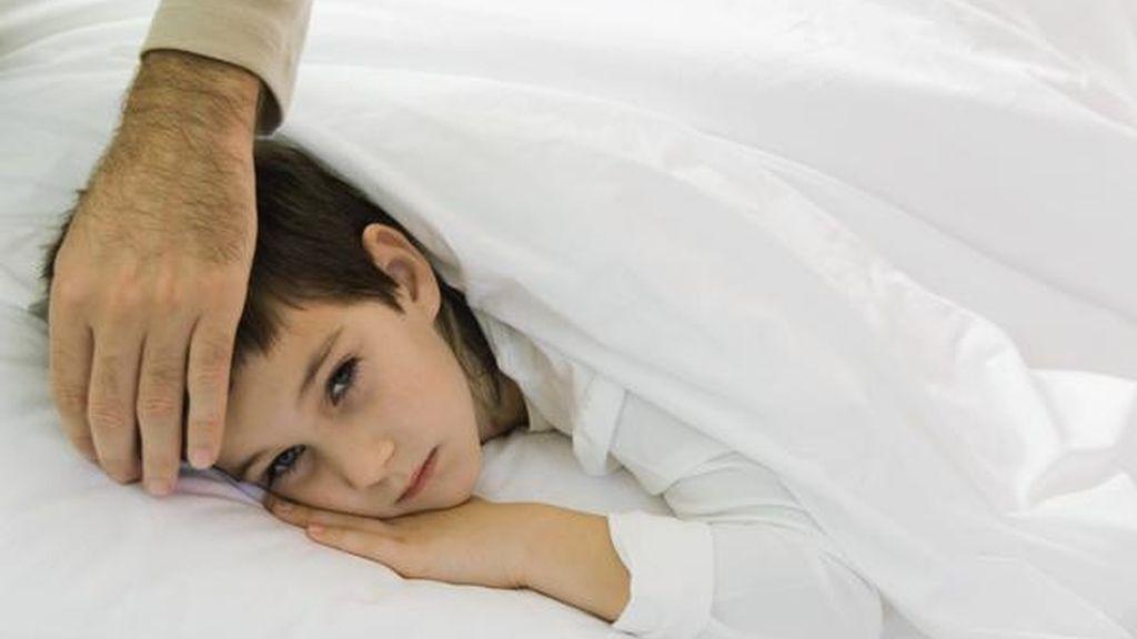 Un padre le corta los genitales al cadáver de su hijo por hacerse pis en la cama