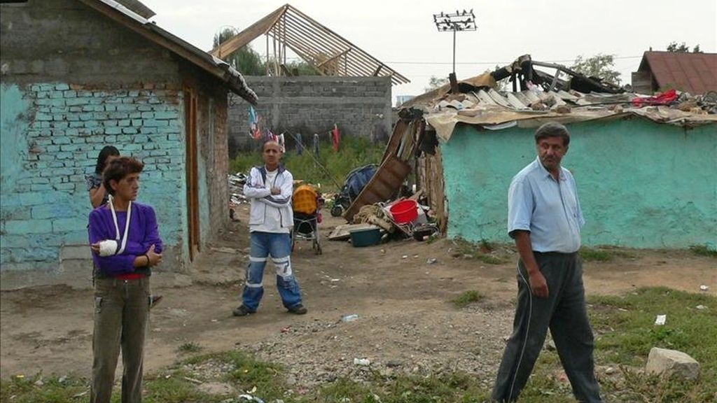 Gitanos rumanos en un asentamiento en su país. EFE/Archivo