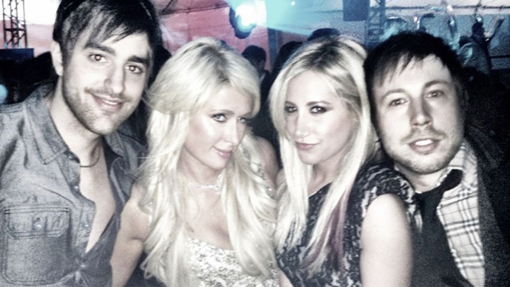 Paris Hilton en el Twitter de Ashley Tisdale