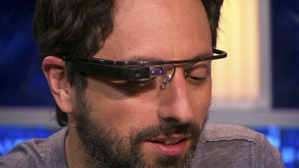 Sergey Brin hace de modelo para las gafas de Google