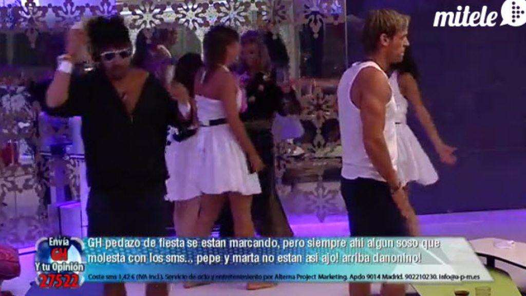 "Cristian, de striptease, y las chicas, ""al agua, pato"""
