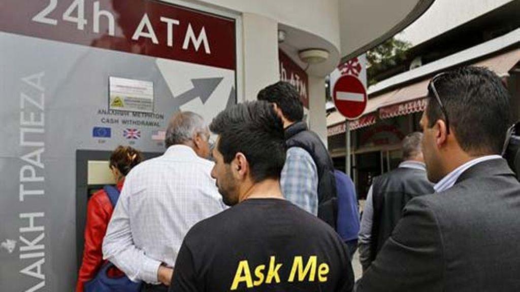 El segundo banco de Chipre limita a 260 euros diarios la retirada de efectivos en cajeros