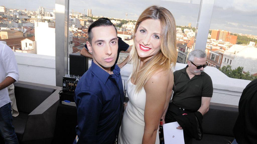 Jesús Reyes, el estilista de MYHYV, junto a Nagore Robles