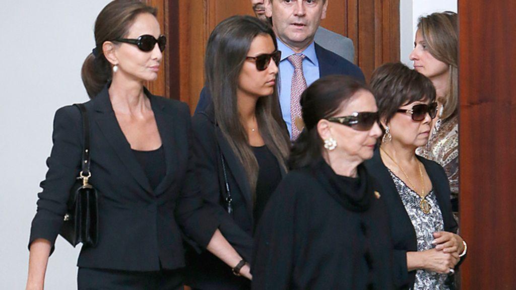 Isabel Preysler y Ana Boyer, arropadas por la familia