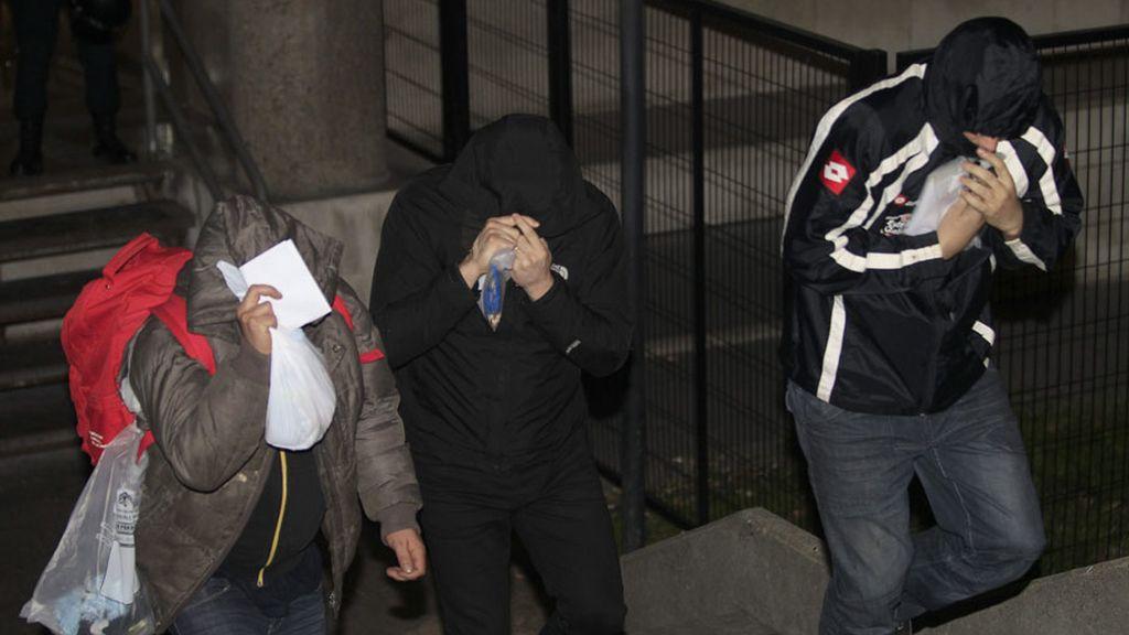 En libertad con cargos los 21 hinchas detenidos en la reyerta del Calderón