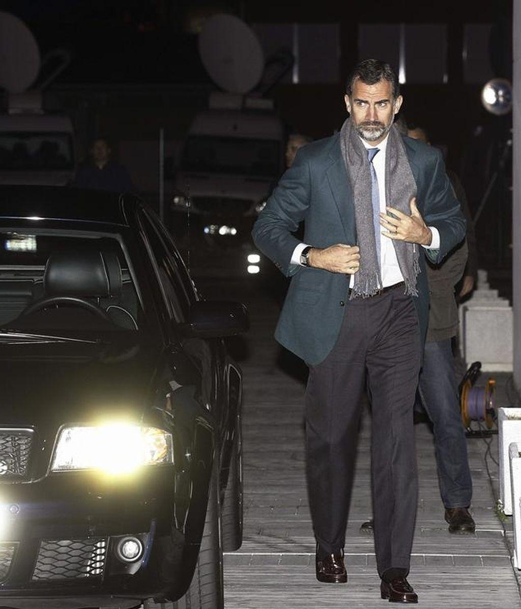 El príncipe Felipe visita a su padre tras la operación de cadera