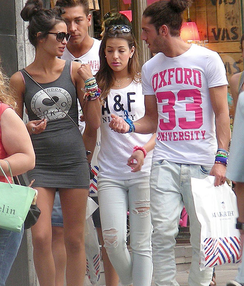 Los cuatro concursantes se fotografiaron junto a sus fans