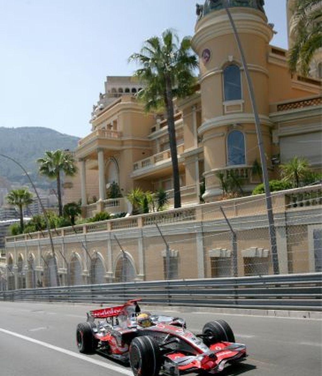 Hamilton rueda en Mónaco. Foto: EFE
