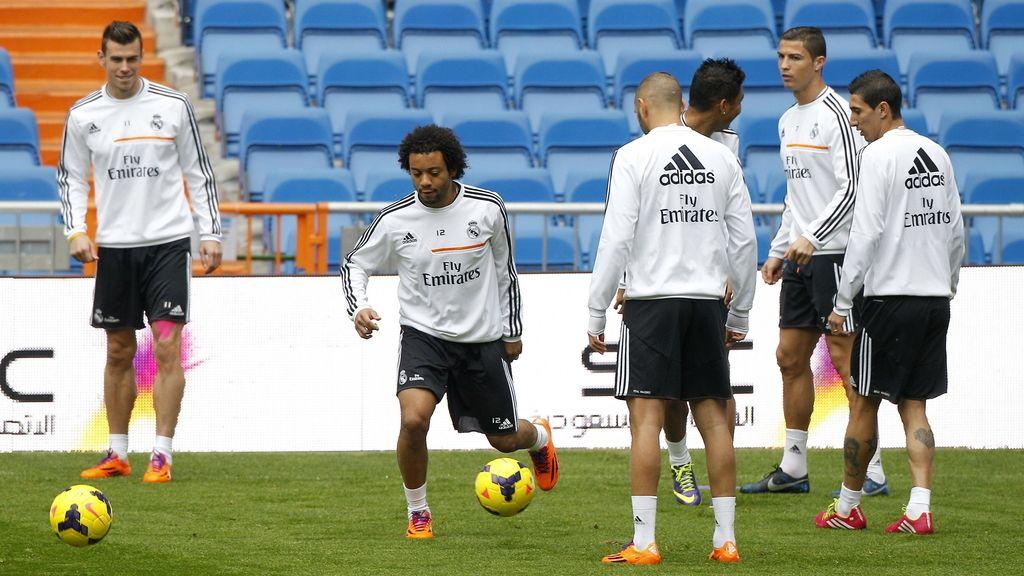Los jugadores del Real Madrid, Bale (i), Marcelo, (2i), Cristiano Ronaldo (2d) y Di María (d) en el entrenamiento previo al encuentro ante la Real Sociedad