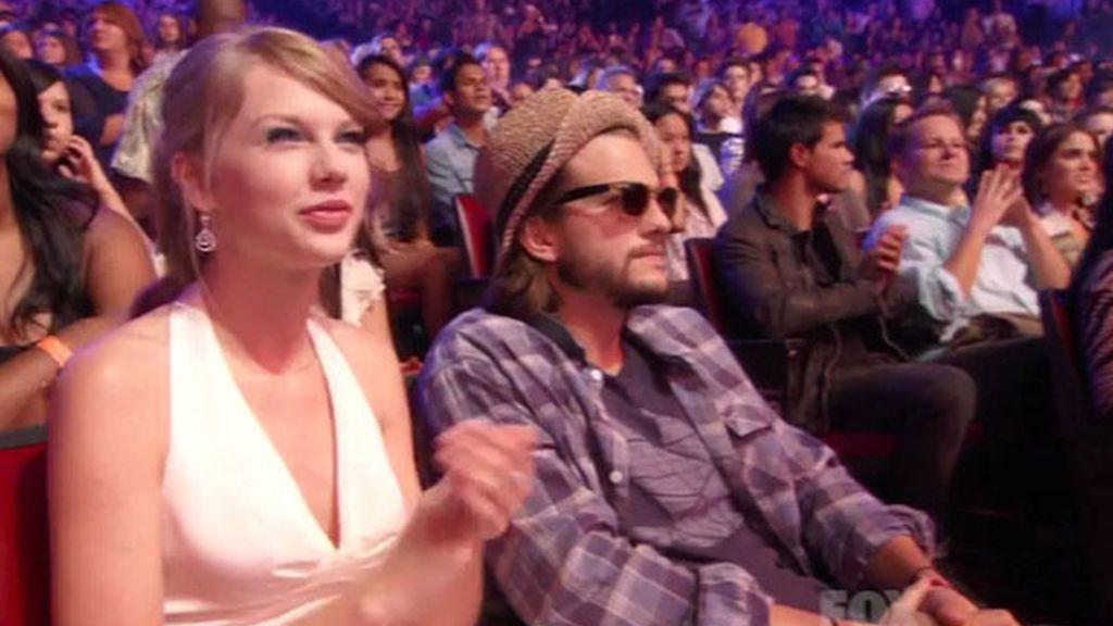 La cantante Taylor Swift y el actor Ashton Kutcher
