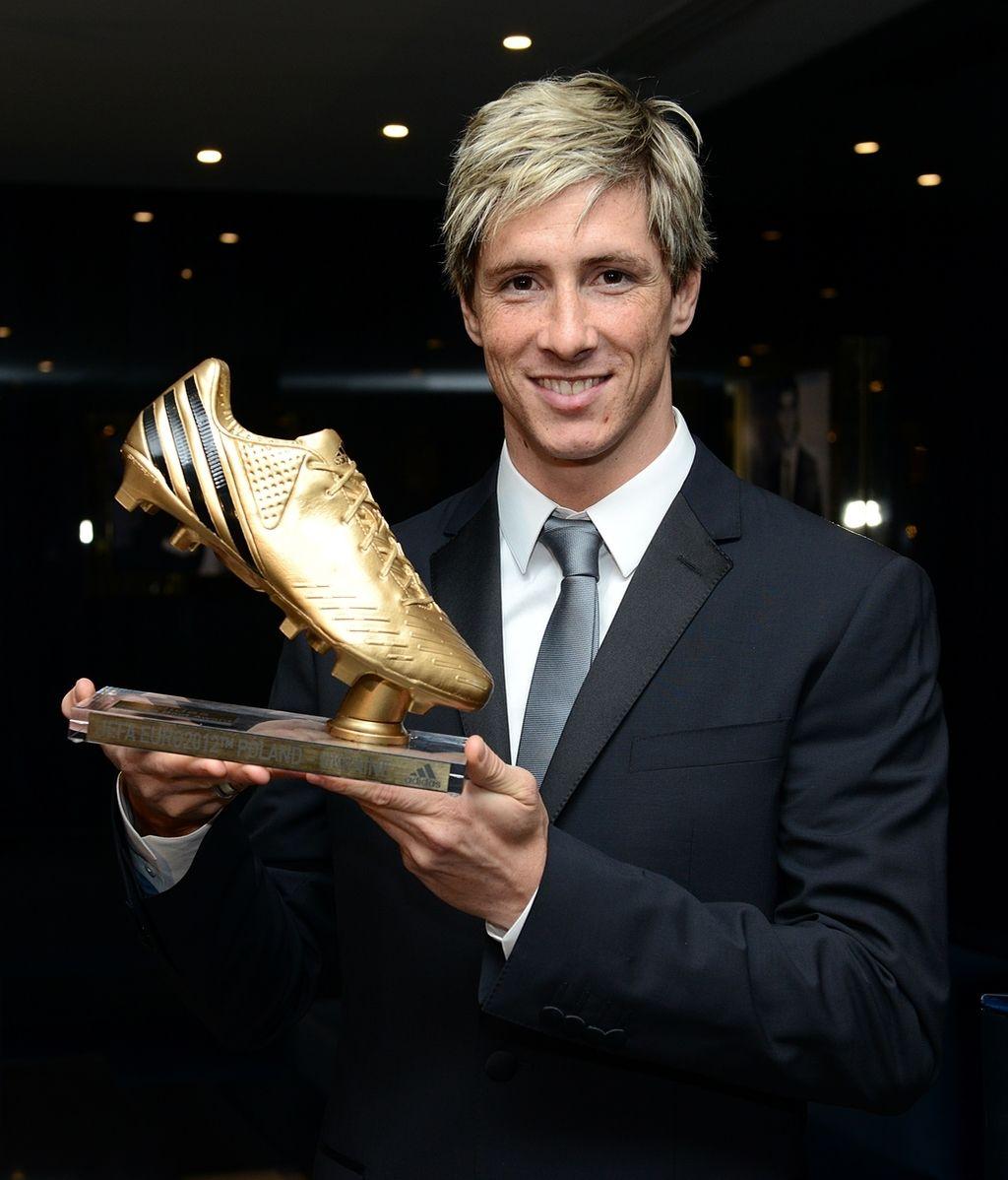 """Fernando Torres recibe la """"Bota de Oro"""" que le acredita como el máximo goleador de la Eurocopa 2012"""