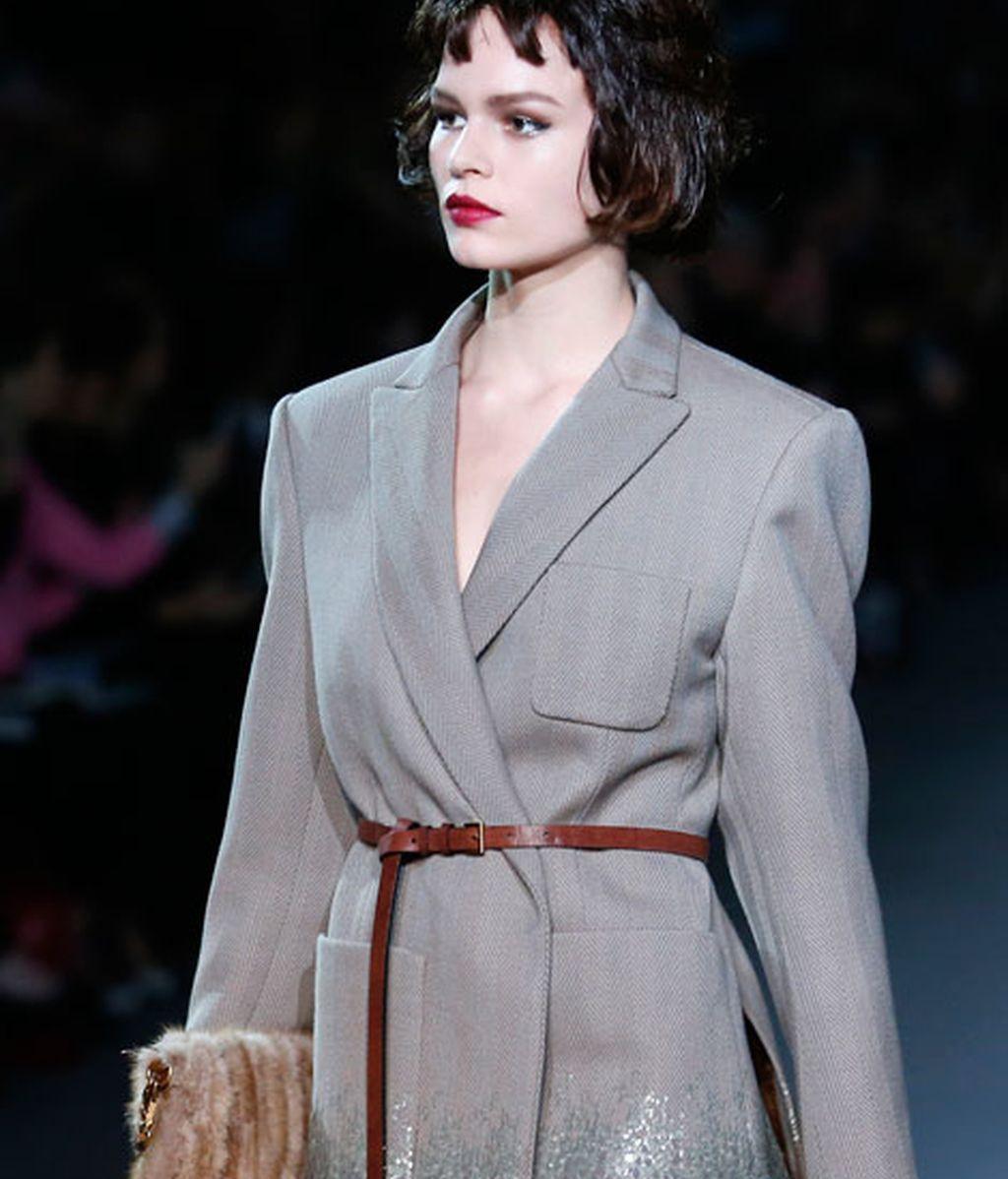 Desfila en la pasarela de París para el diseñador de Louis Vuitton