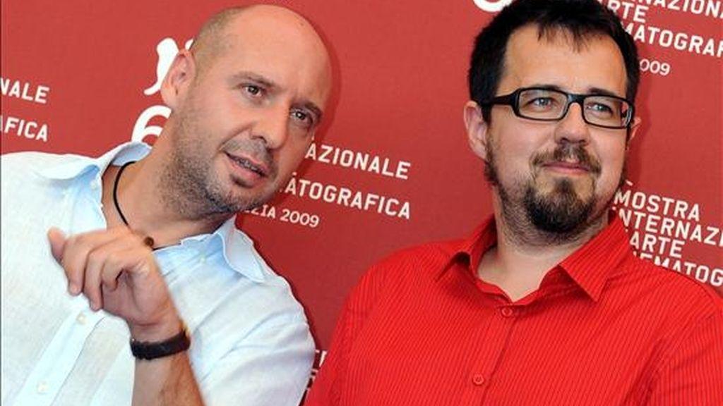 Los cineastas españoles Jaume Balagueró (i) y Paco Plaza. EFE/Archivo