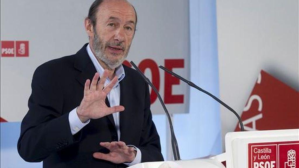 El ministro del Interior, Alfredo Pérez Rubalcaba, en un momento de su intervención durante la clausura de la jornada sobre municipalismo y bienestar social organizada por el PSOE en Burgos. EFE