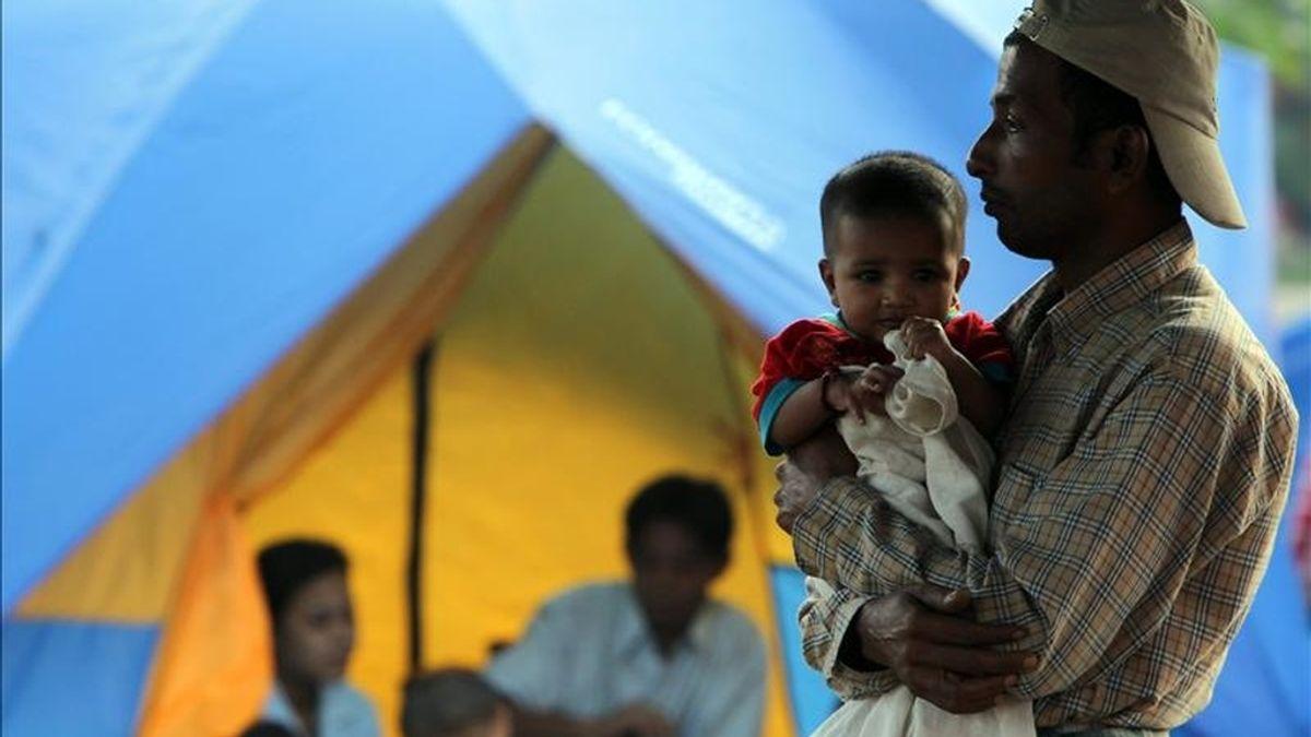 Refugiados birmanos el pasado noviembre,  en la base de la policía fronteriza en Mae Sot (Tailandia). EFE/Archivo