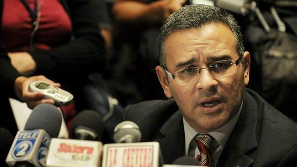 El presidente electo de El Salvador, Mauricio Funes, durante una rueda de prensa en San Salvador, el pasado 18 de marzo. Funes representa al Frente Farabundo Martí para la Liberación Nacional (FMLN), antiguo grupo guerrillero. EFE