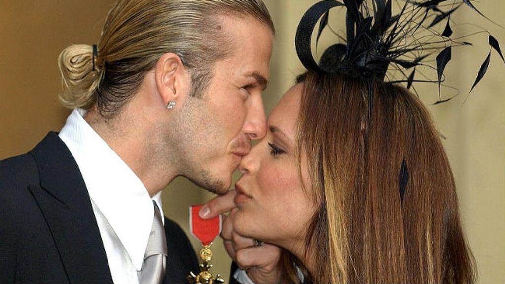 Así recogió Beckham la medalla de la Orden del Imperio Británico