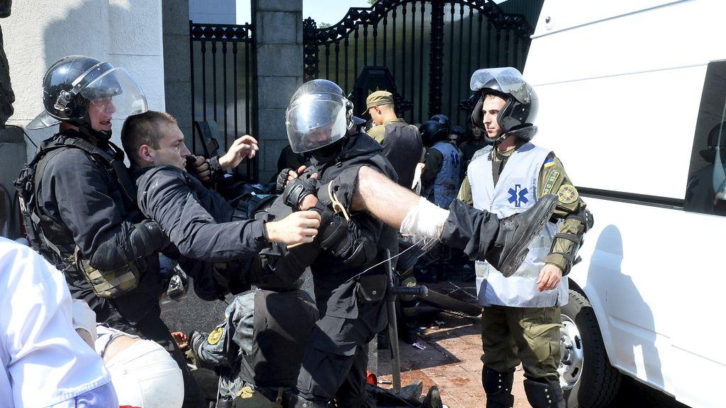 Choques frente al Parlamento ucraniano