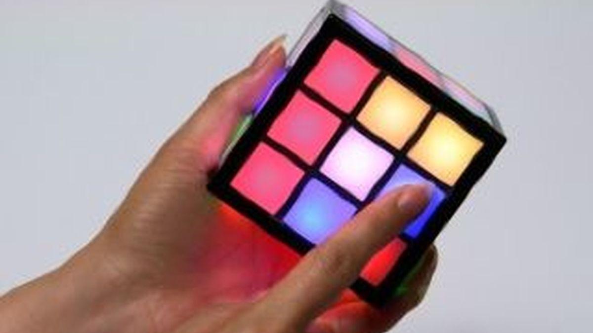El nuevo cubo de Rubick incorpora la tecnología táctil con efectos de luces y sonidos.