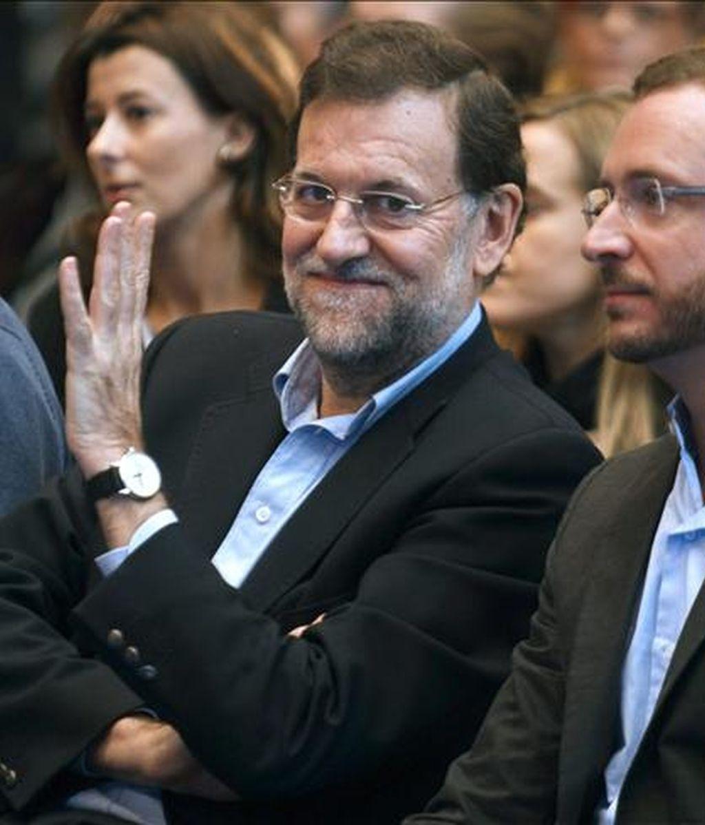 El presidente del PP, Mariano Rajoy, durante el mitin celebrado hoy en esta ciudad, en el que su partido ha presentado a los candidatos a las acaldías de Vitoria, Bilbao y San Sebastián, y a las diputaciones forales de Álava, Vizcaya y Guipúzcoa. EFE