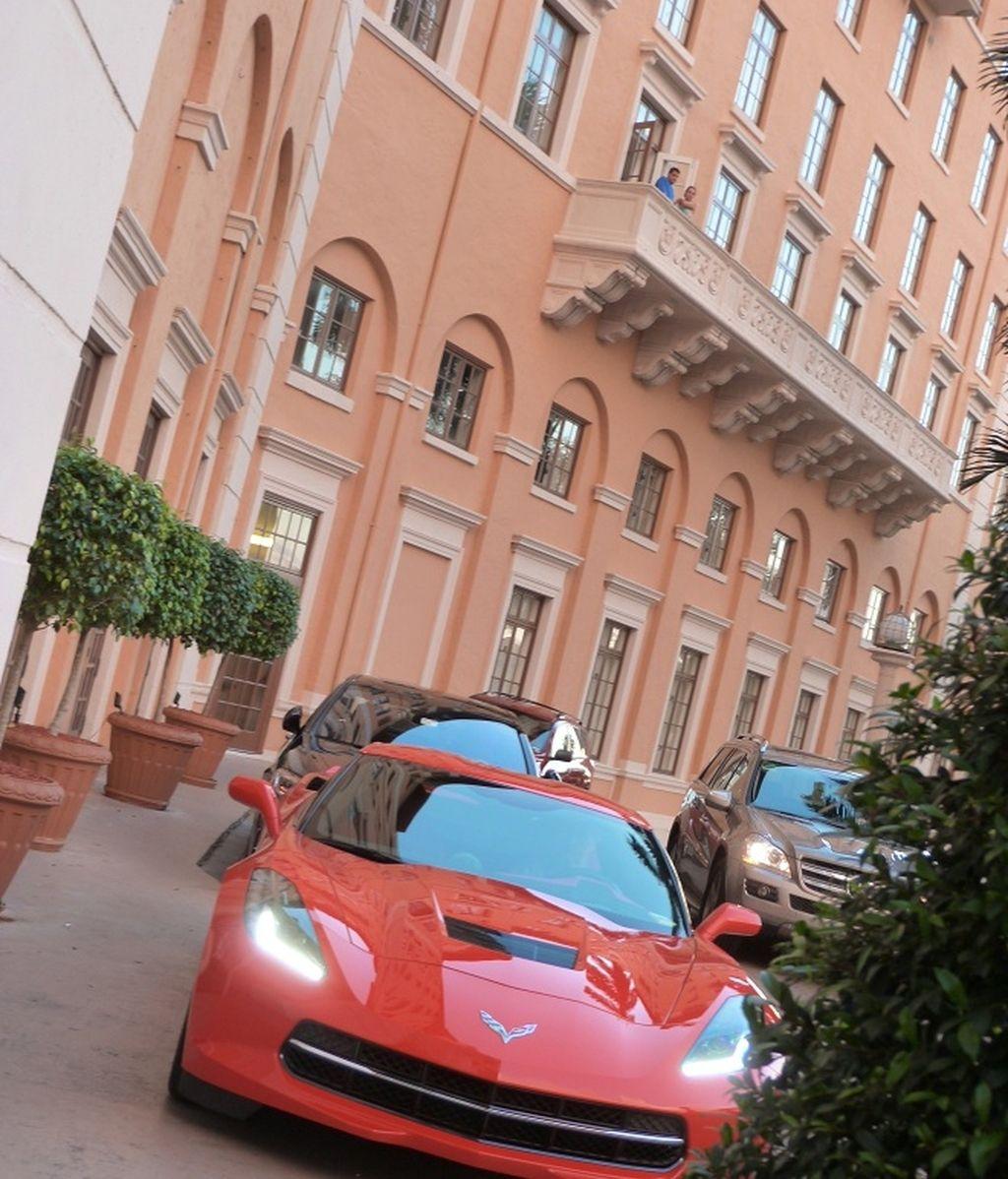 hotel coche rojo