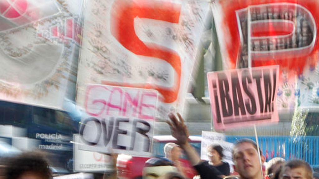 Los 'indignados' se ha dirigido a Plaza Castilla para continuar con su protesta.