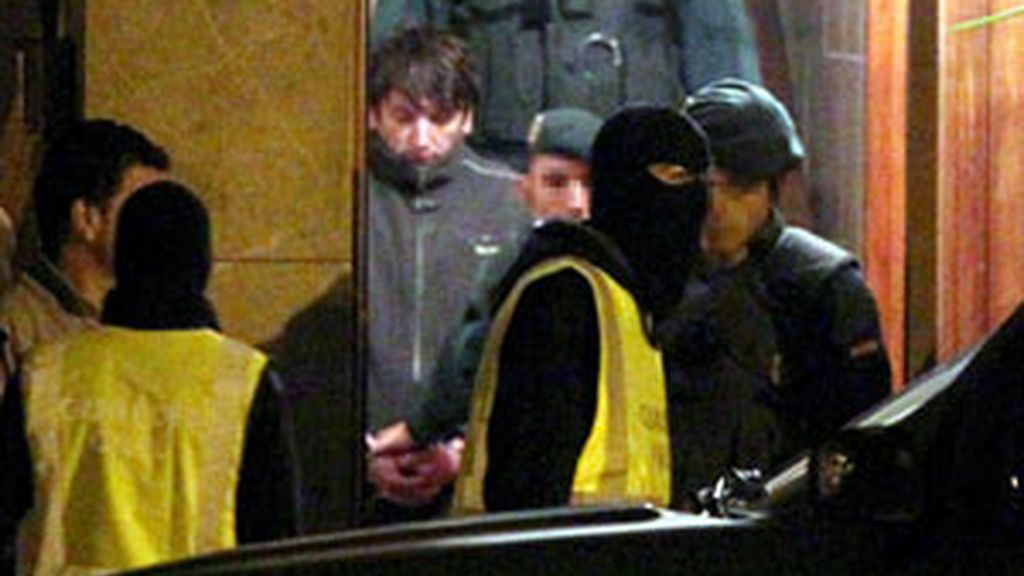 La Guardia Civil ha registrado la casa de Lander Etxebarría durante siete horas. Vídeo: Informativos Telecinco