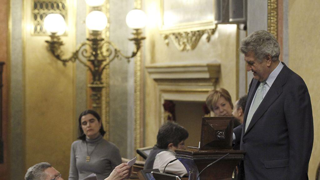 Gallardón vota en el Congreso sobre la tramitación de la reforma del aborto