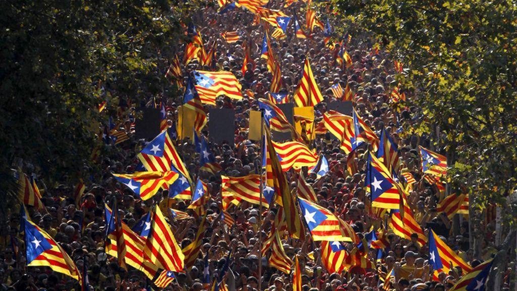 La manifestación a favor del referéndun reune a miles de ciudadanos en Barcelona